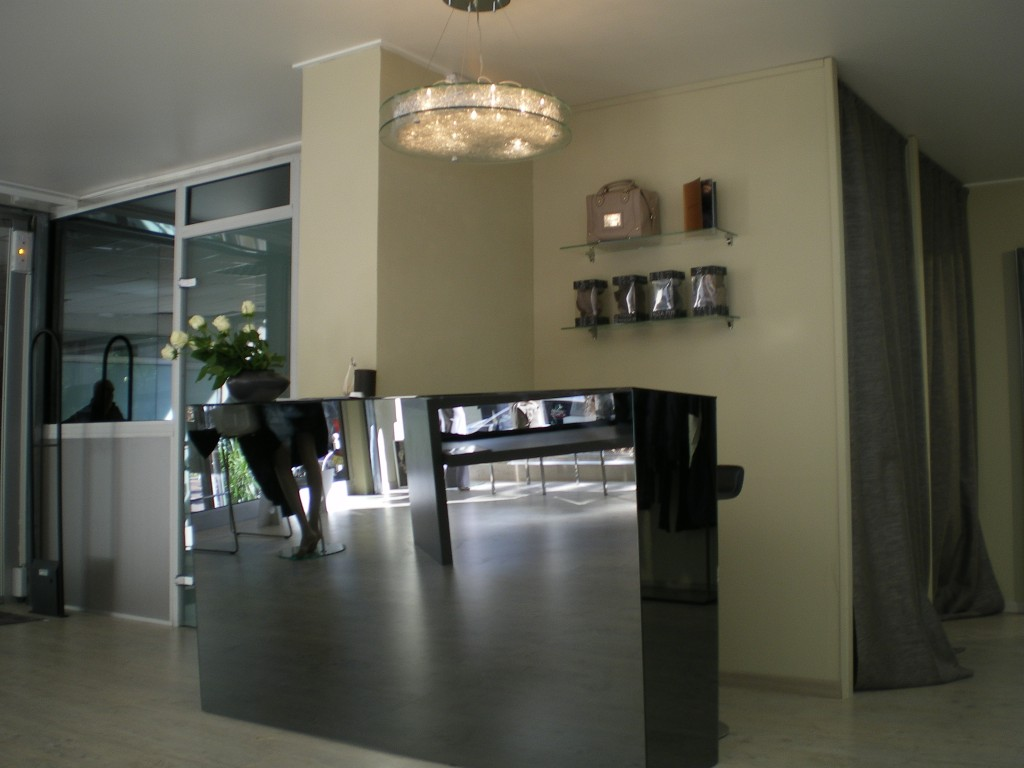 comptoir fa ade miroir teint agencement de magasin. Black Bedroom Furniture Sets. Home Design Ideas